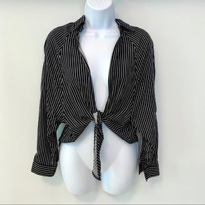 {Windsor} Black & White Tie Front blouse Size S